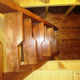 Удобная лестница для спуска в погрбе ТОРТИЛА